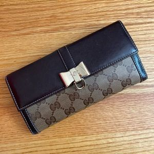 Gucci Wallet - like new